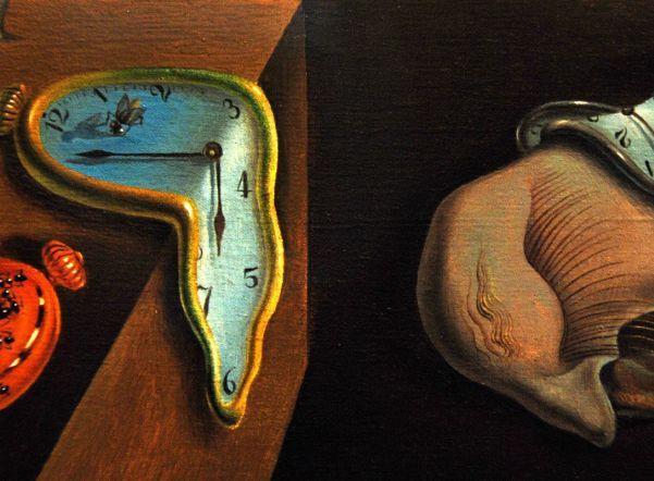 Его и раньше привлекала тема трансформации объектов в разные состояния, что он пытался передать на холсте.